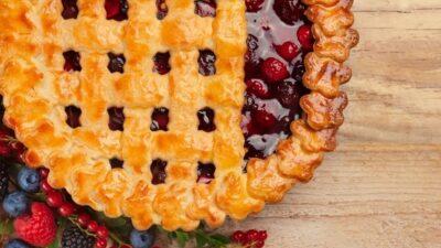Cinnamon Roll Apple & Berry Pie Class, $69
